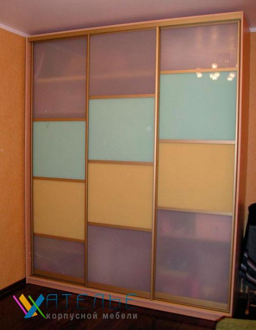 Шкаф купе со стеклом.